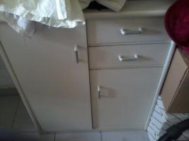 Foto 3 Kleiderschrank und zwei Kommoden