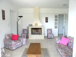 Kreta Villa Lemoni - Wohnzimmer mit Kamin und Terrassentür
