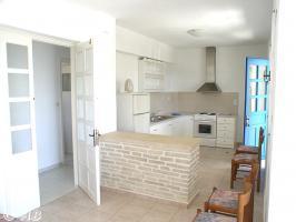 Kreta Villa Lemoni - Wohnküche mit Tür zu den Schlazimmern und Badezim