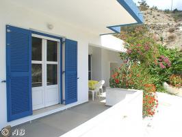 Kreta Villa Lemoni - Terrasse mit Sonnen- und Schattenplätzen