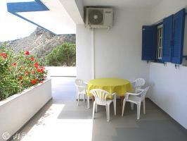 Kreta Villa Lemoni - Tisch, Stühle und 2 Liegen