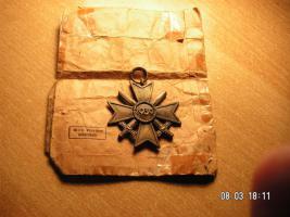 Foto 2 Kriegsverdienst Kreuz mit Verleihungstüte