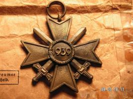 Foto 3 Kriegsverdienst Kreuz mit Verleihungstüte