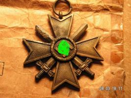Foto 4 Kriegsverdienst Kreuz mit Verleihungstüte