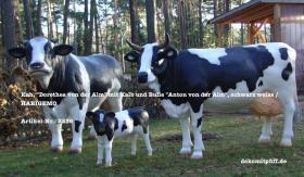#Kuh, ''Dorothea von der Alm'' mit Kalb und Bulle ''Anton von der Alm'', schwarz weiss / HAEIGEMO  Artikel-Nr.: 2236