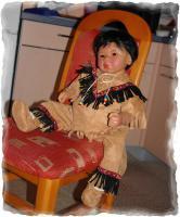 Foto 2 Lakota Indianerjunge v Tuzio Ross Künstlerpuppe Sammlerpuppe