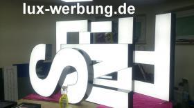 Foto 2 Leuchtreklame für Gewerbeimmobilien Werbekästen Leuchtkästen Leuchtschilder Leuchtbuchstaben Berlin 3D Plexibuchstaben mit LED Beleuchtung beleuchtete Einzelbuchstaben Schriftzüge Außenwerbung Lichtreklame Kassel
