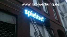Foto 7 Leuchtreklame für Gewerbeimmobilien Werbekästen Leuchtkästen Leuchtschilder Leuchtbuchstaben Berlin 3D Plexibuchstaben mit LED Beleuchtung beleuchtete Einzelbuchstaben Schriftzüge Außenwerbung Lichtreklame Kassel