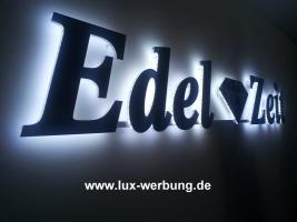 Foto 32 Leuchtreklame für Gewerbeimmobilien Werbekästen Leuchtkästen Leuchtschilder Leuchtbuchstaben Berlin 3D Plexibuchstaben mit LED Beleuchtung beleuchtete Einzelbuchstaben Schriftzüge Außenwerbung Lichtreklame Kassel