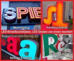 Foto 34 Leuchtreklame für Gewerbeimmobilien Werbekästen Leuchtkästen Leuchtschilder Leuchtbuchstaben Berlin 3D Plexibuchstaben mit LED Beleuchtung beleuchtete Einzelbuchstaben Schriftzüge Außenwerbung Lichtreklame Kassel