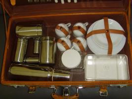 Foto 2 Luxuriöser echtlederner Picknickkoffer, für 4 Personen-ein echtes Liebhaber-Stück