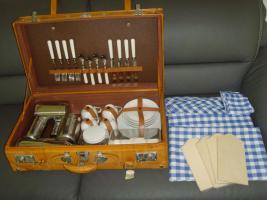 Foto 4 Luxuriöser echtlederner Picknickkoffer, für 4 Personen-ein echtes Liebhaber-Stück