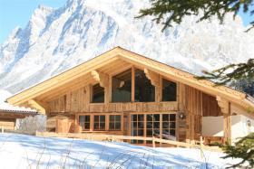 Luxus Urlaub in Tirol - Exklusive Chalets mit Sauna, Kamin in der Zugspitzarena