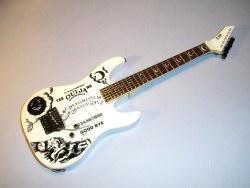 MGC073  Miniaturgitarre – Metallica – Kirk Hammett Ouija-White ESP