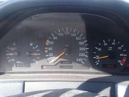 Mercedes e200 benziner W210 / NUR TEILE