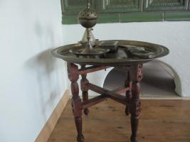 Messingtablett, Dolch, Duftholzbehälter Messing, Duftlampe Messing alles handgearbeitet aus Marokko mit handgearbeitetem Holzuntersetzer