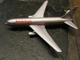 Metall-Flugzeugmodell ''Schabak'' Boing 767 American Airlines