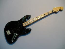 Miniaturgitarre – Black Fender Jazz Bass