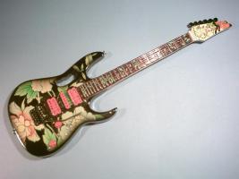 Miniaturgitarre – Ibanez Flower Cut Out