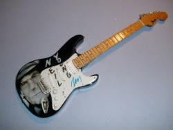 Miniaturgitarre – Neil Young Fender Stratocaster