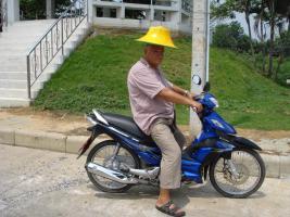 Mitreisende Rentner im Winter nach Thailand