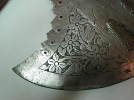 Foto 6 Mittelalterliche Streitaxt mit Einfachblatt verziert als Wanddeko