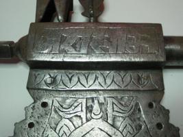 Foto 11 Mittelalterliche Streitaxt mit Einfachblatt verziert als Wanddeko