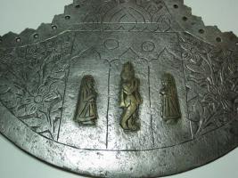 Foto 12 Mittelalterliche Streitaxt mit Einfachblatt verziert als Wanddeko