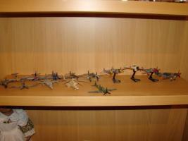 Foto 4 Modellautos verschiedene und Flieger aus Metall