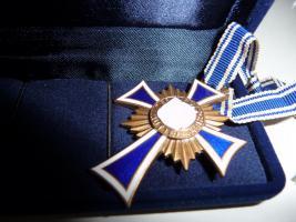 Foto 4 Mutterkreuz 1 Gold 1 Silber 1 Bronze 1 Eiserne Kreuz