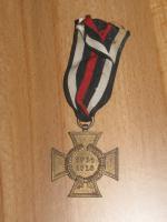 Foto 3 Mutterkreuz mit Band im Etui (Original) und andere Orden mit Band
