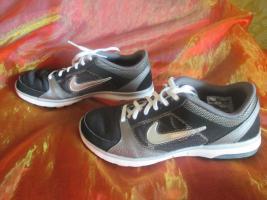Foto 3 NEU * Damen oder auch Herren * Unisex * Trainings Sport Hallen Lauf Schuhe Sneaker ''NIKE'' Air Max Fit * Original * Gr. 39/ 6 * schwarz * silber *