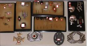 Nachlass Orden und Anstecknadeln des WK''2 Militaria