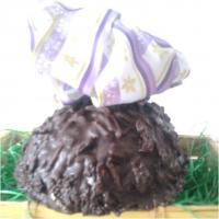 Naschen für einen guten Zweck: Mandelsplitter-Eier gefüllt mit handgefertigten Pralinen