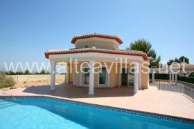 Neu erbaute Villa in Moraira an der Costa Blanca mit wunderschönem Meerblick