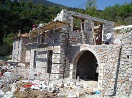 Neubau Natursteinhaus auf dem Peloponnes / Griechenland