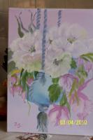 Ampel mit weißen Blüten