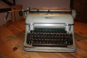 Foto 2 Olympia Nostalgie-Schreibmaschine