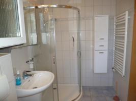 Bad Dusche Schrank