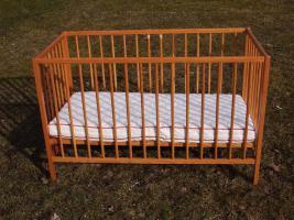 PANDA Kinderbett Gitterbett mit neuwertiger Matraze ca 120 x 60cm