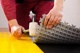 PVC Bodenbelag zur Selbstmontage in der Garage-Hobbyräume-Werkstätten