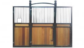 Pferde Stallboxen inkl. Holzfüllung und Schiebetür