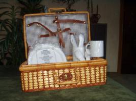 Picknickkorb (hochwertig) für 4 Personen, NEU