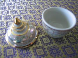 Foto 4 Porzellan - Gefäss mit Deckel - Handmalerei - Neu