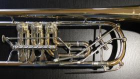 Foto 2 Profiklasse Konzert - Trompete A. Wolfram Markneukirchen, Goldmessing mit 2 Überblasklappen