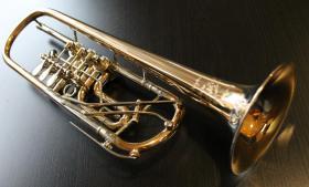 Foto 3 Profiklasse Konzert - Trompete A. Wolfram Markneukirchen, Goldmessing mit 2 Überblasklappen