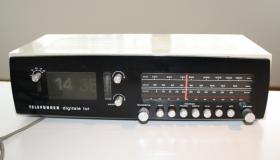 Radiowecker aus den 70er Jahren