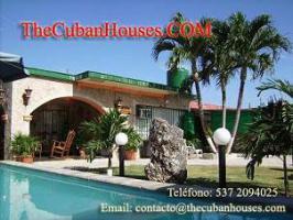 Foto 8 Reisen nach Kuba im Urlaub. Feine Häuser mit Pool in Havanna.