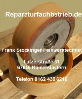Reparatur der Lauffläche vom Gabelstapler Rad bei unrundem Lauf durch Höhenschlag