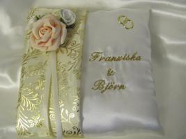 Ringkissen zur Hochzeit